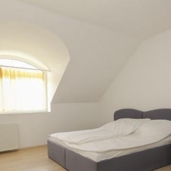 Budapest | District 16 | 6 bedrooms |  1 900 EUR | #02457