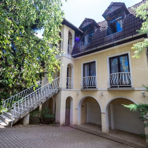 Budapest | District 2 | 4 bedrooms |  2 200 EUR | #101352