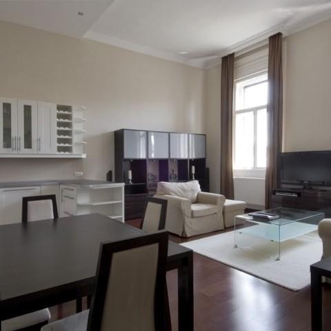 Budapest | District 5 | 2 bedrooms |  1 200 EUR | #102726