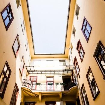 Budapest | District 6 | 2 bedrooms |  1 900 EUR | #387250