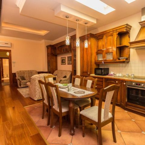 Budapest | District 5 | 2 bedrooms |  1 200 EUR | #80288